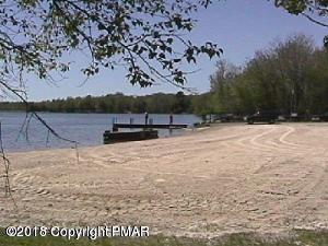 6138 Chickasa Dr, Pocono Lake, PA 18347