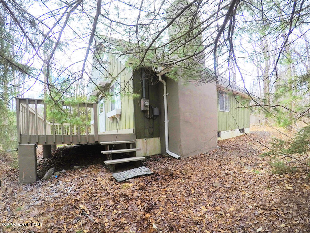 1127 Greenhill Rd, Pocono Pines, PA 18350