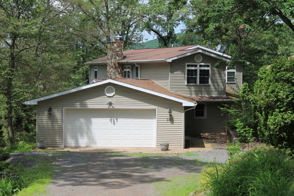 101 Nuangola Ave, Mountain Top, PA 18707