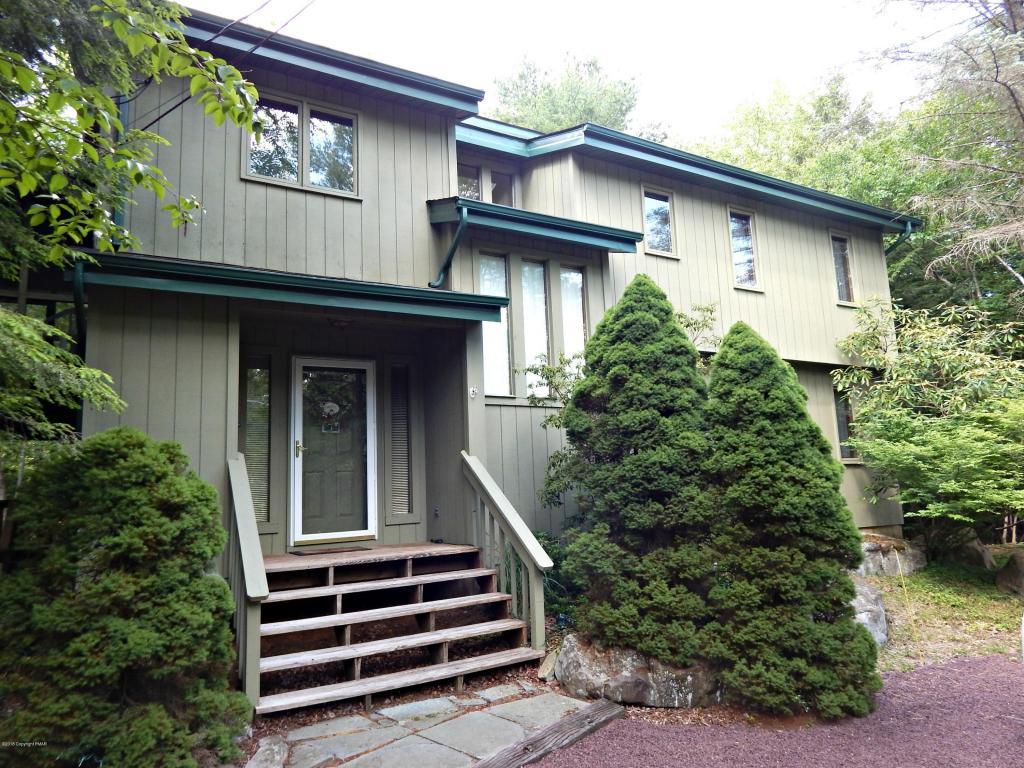 6121 Lakeview Dr, Pocono Pines, PA 18350