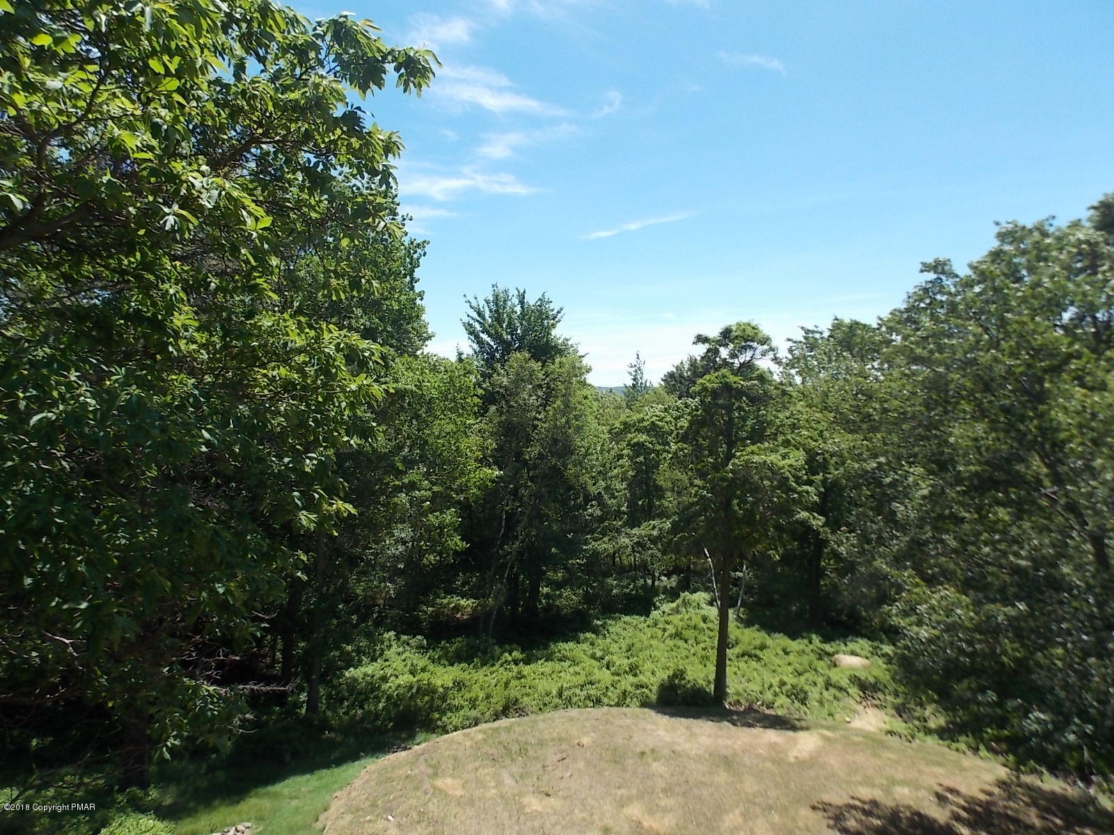 1656 Glade Dr, Long Pond, PA 18334