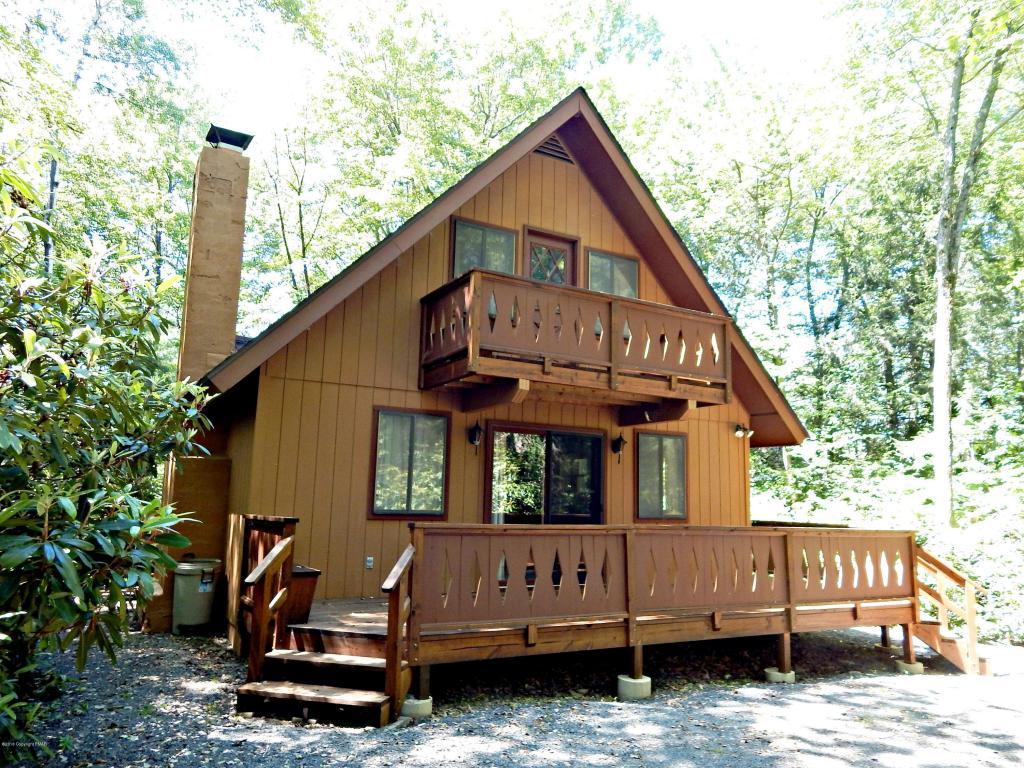 237 Split Rock Ln, Pocono Pines, PA 18350