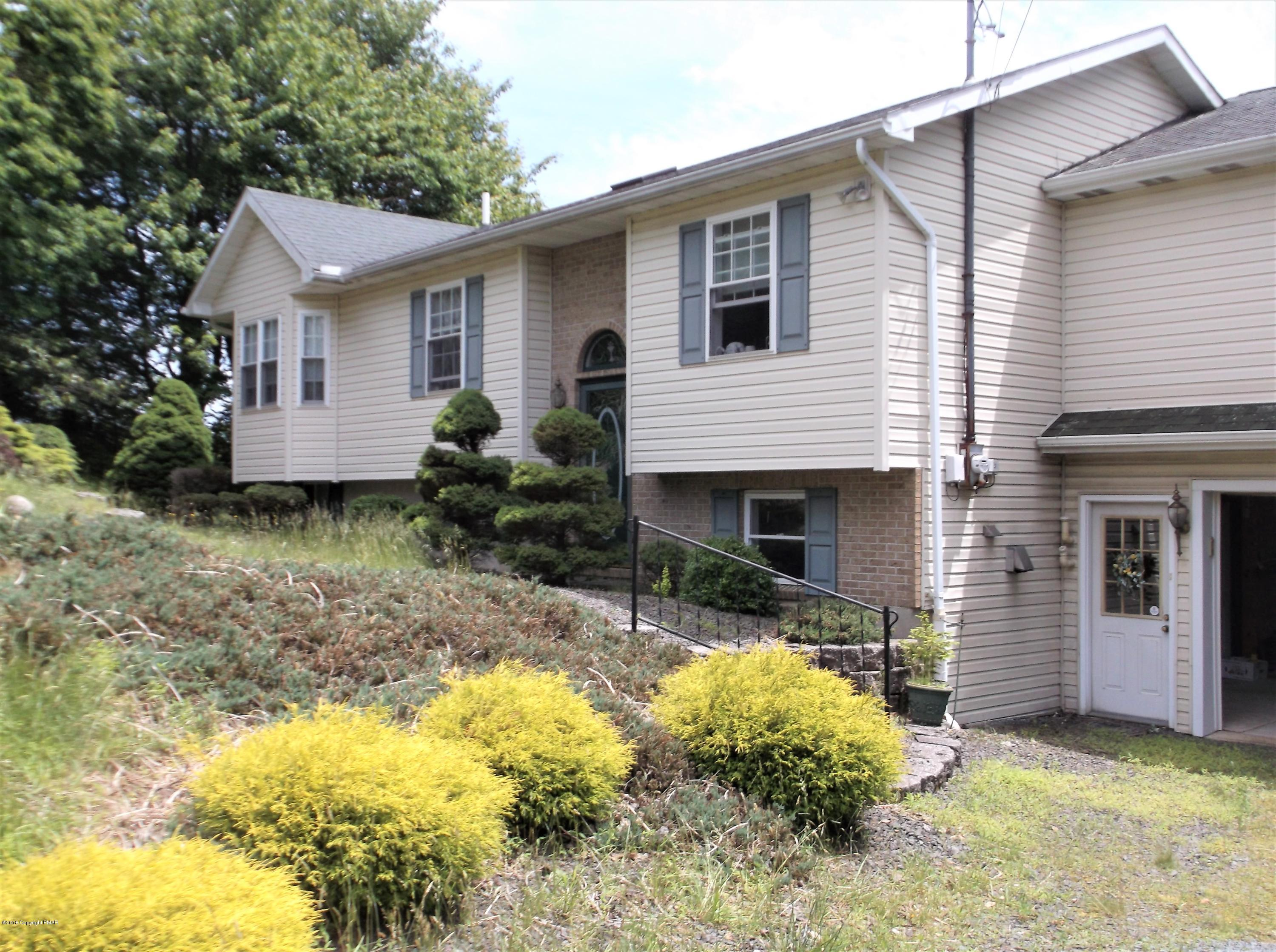 609 Clearview Dr, Long Pond, PA 18334