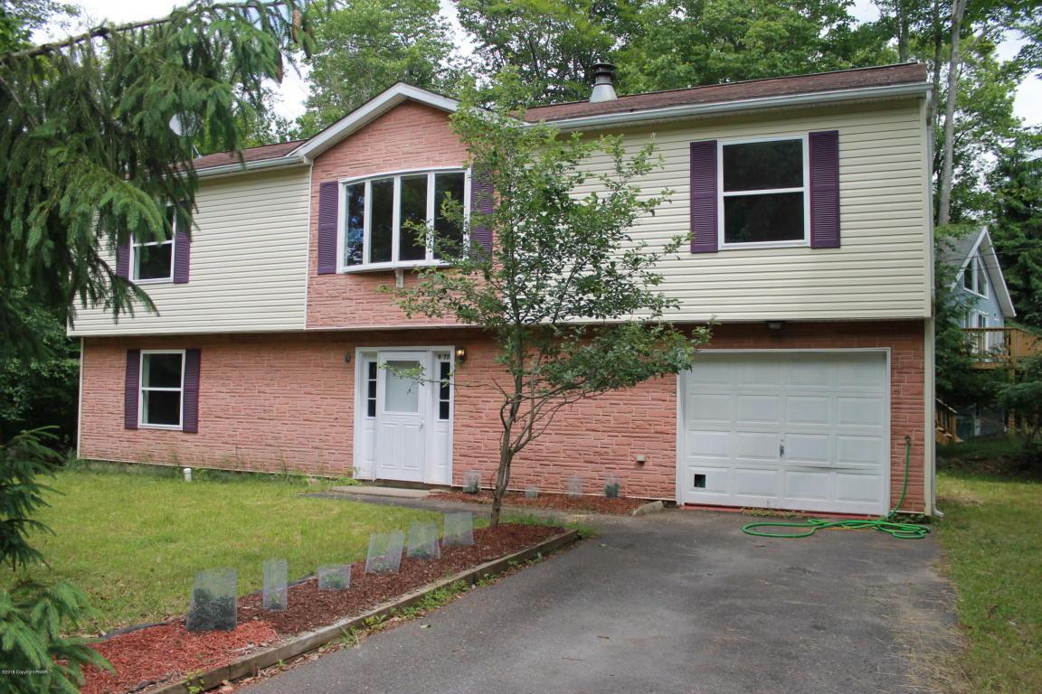 8383 Garden Dr, Tobyhanna, PA 18466