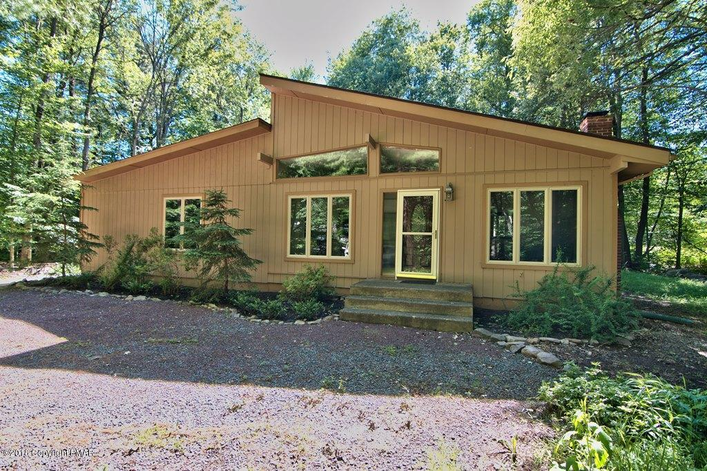 357 Appleseed Rd, Pocono Pines, PA 18350