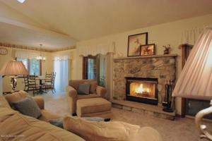 220 Sweet Briar Rd, Pocono Pines, PA 18350