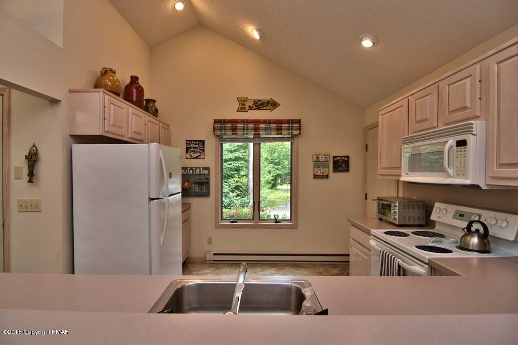 1177 Redwood Terrace, Pocono Pines, PA 18350