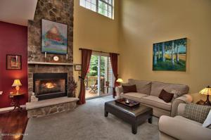 1416 Bungalow Rd, Pocono Pines, PA 18350