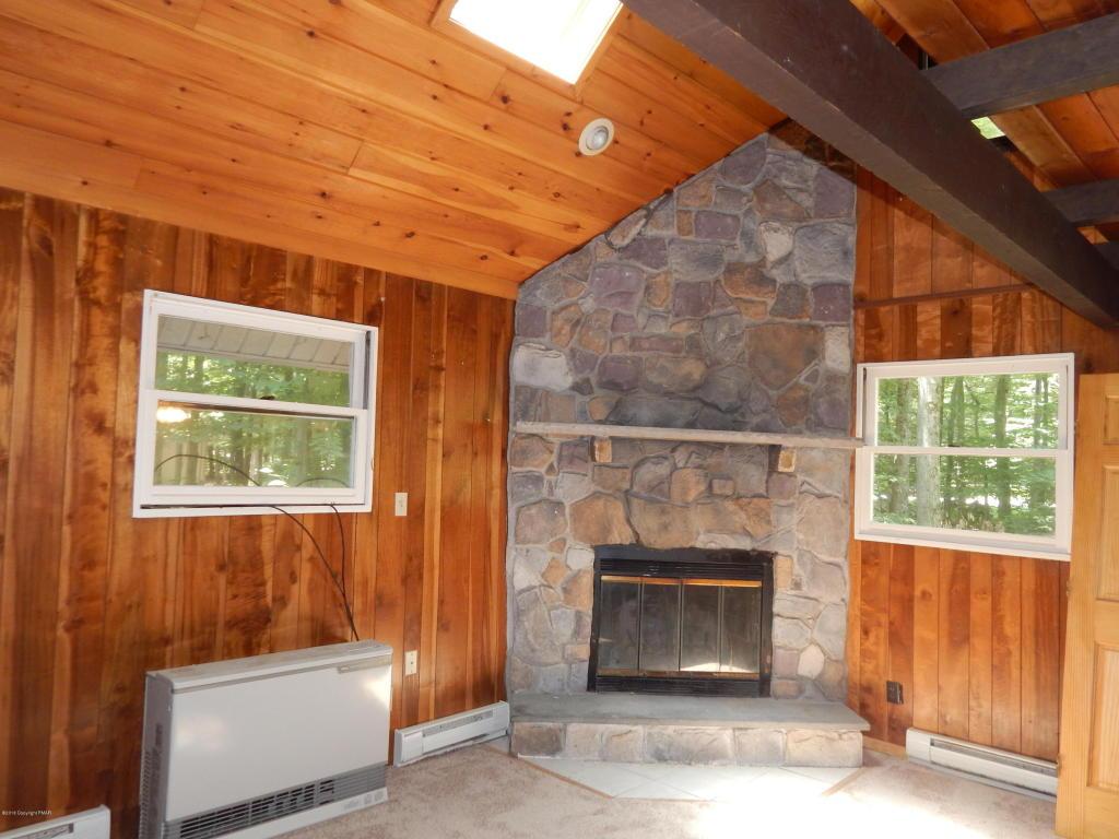 1532 Beech Spring Dr, Pocono Pines, PA 18350