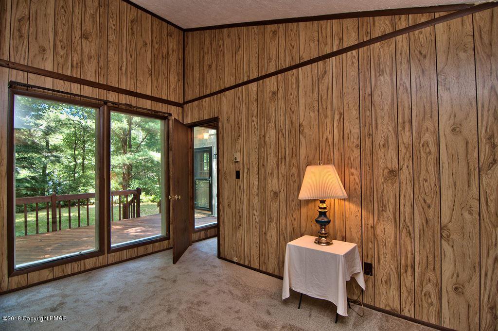 160 Split Rock Lane, Pocono Pines, PA 18350