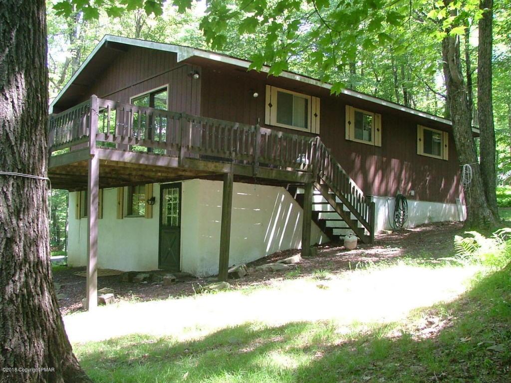 1410 Lake Ln, Pocono Lake, PA 18347