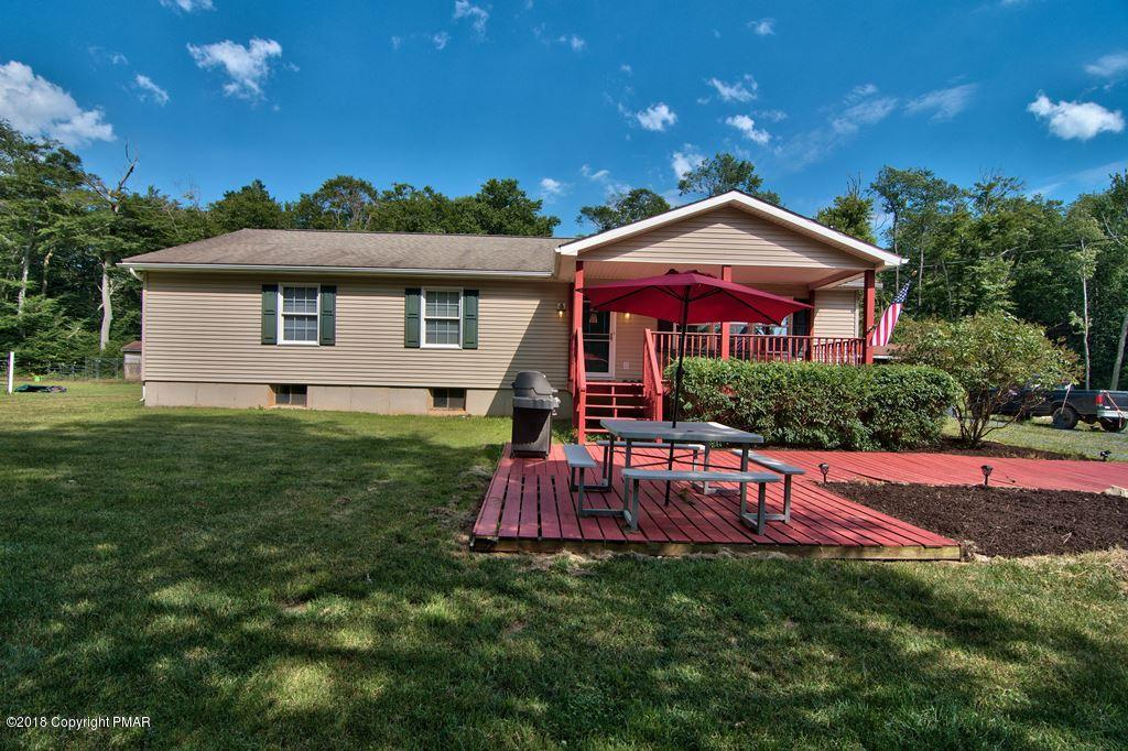 323 High Country Dr, Blakeslee, PA 18610