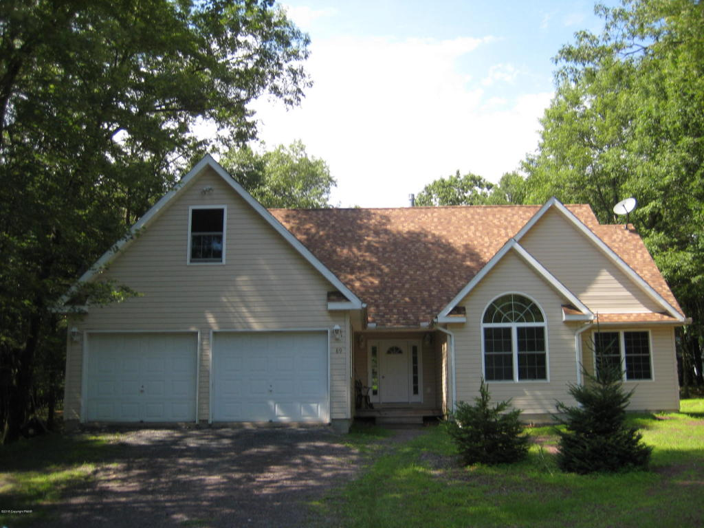 89 N Shore Dr, Albrightsville, PA 18210