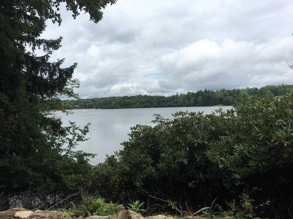 96 S Lake Drive, Lake Harmony, PA 12864