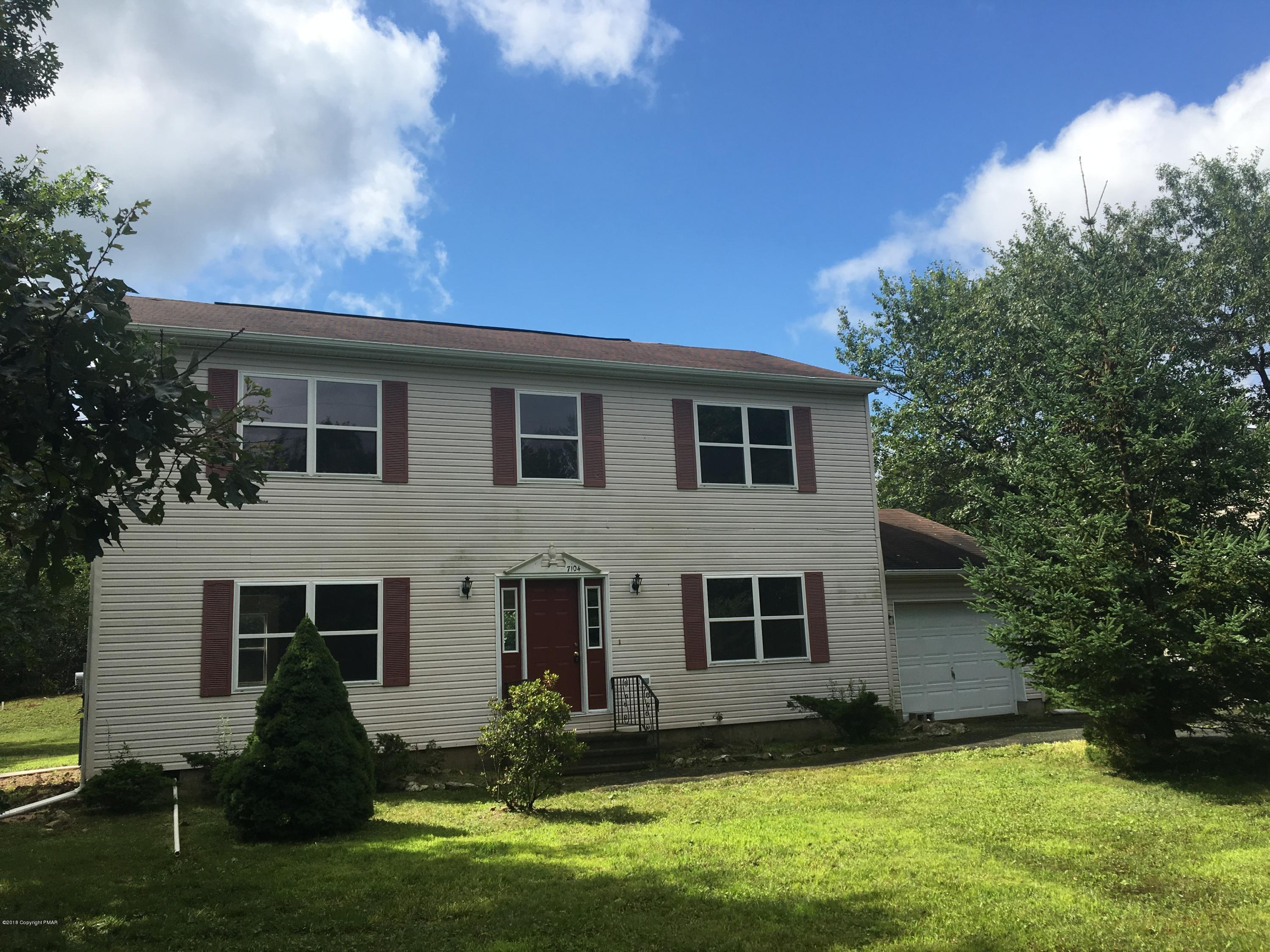 1212 Glade Dr, Long Pond, PA 18334