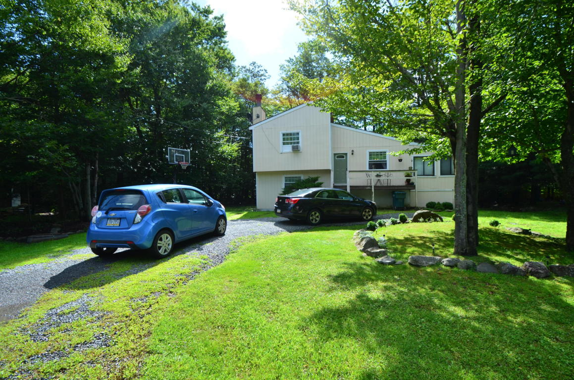 1772 Rolling Hills Drive, Tobyhanna, PA 18466