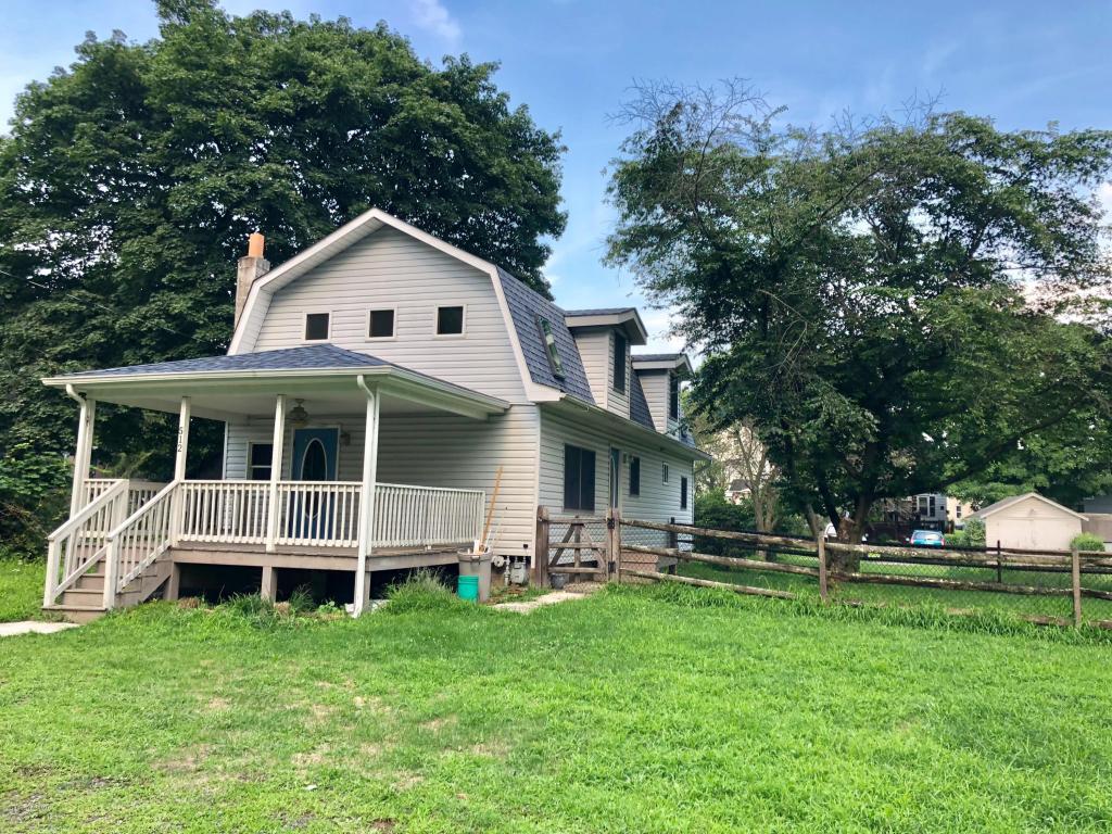 512 Oak St, East Stroudsburg, PA 18301