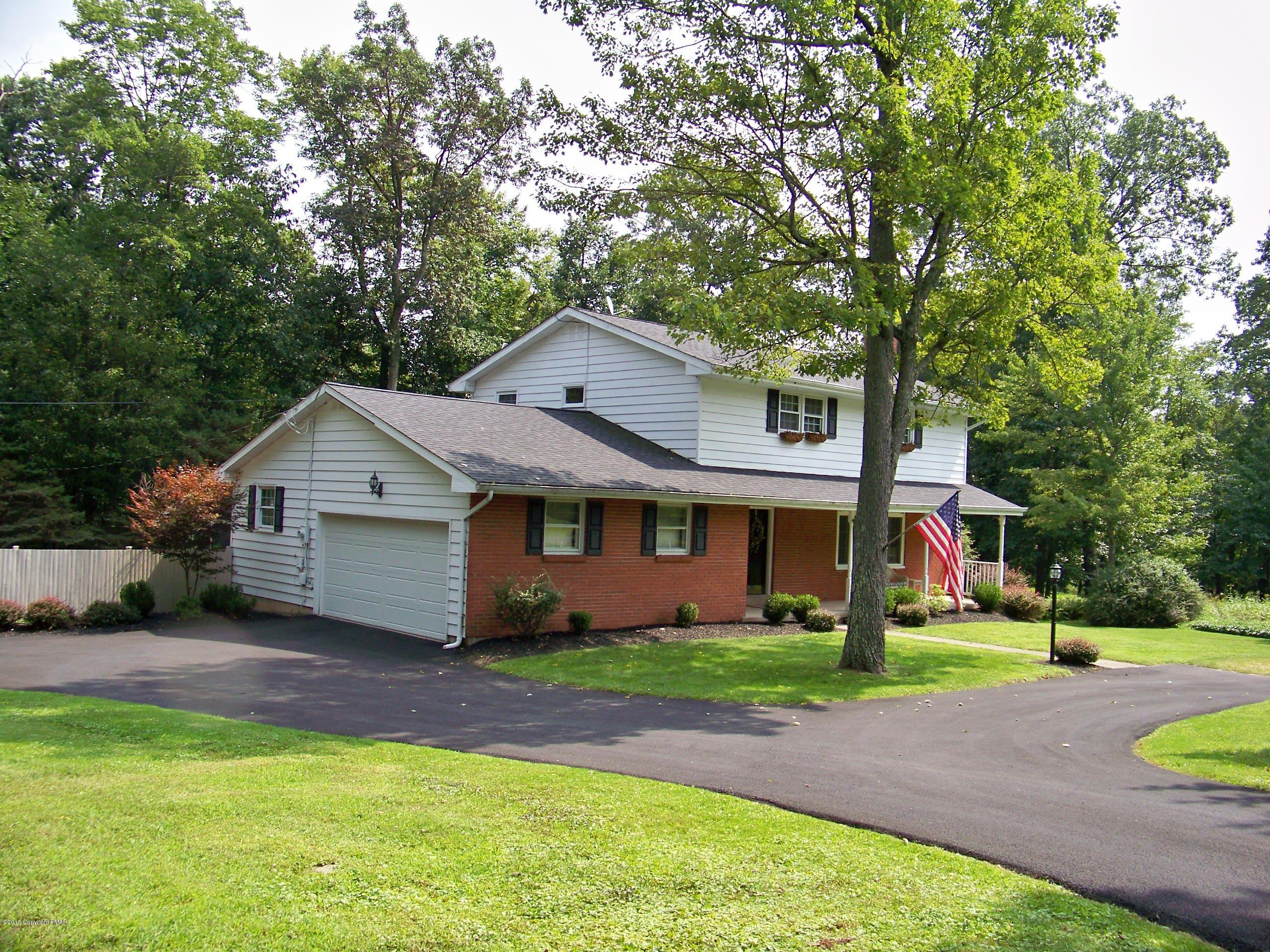 8104 Oak Ridge Ln, Cresco, PA 18326