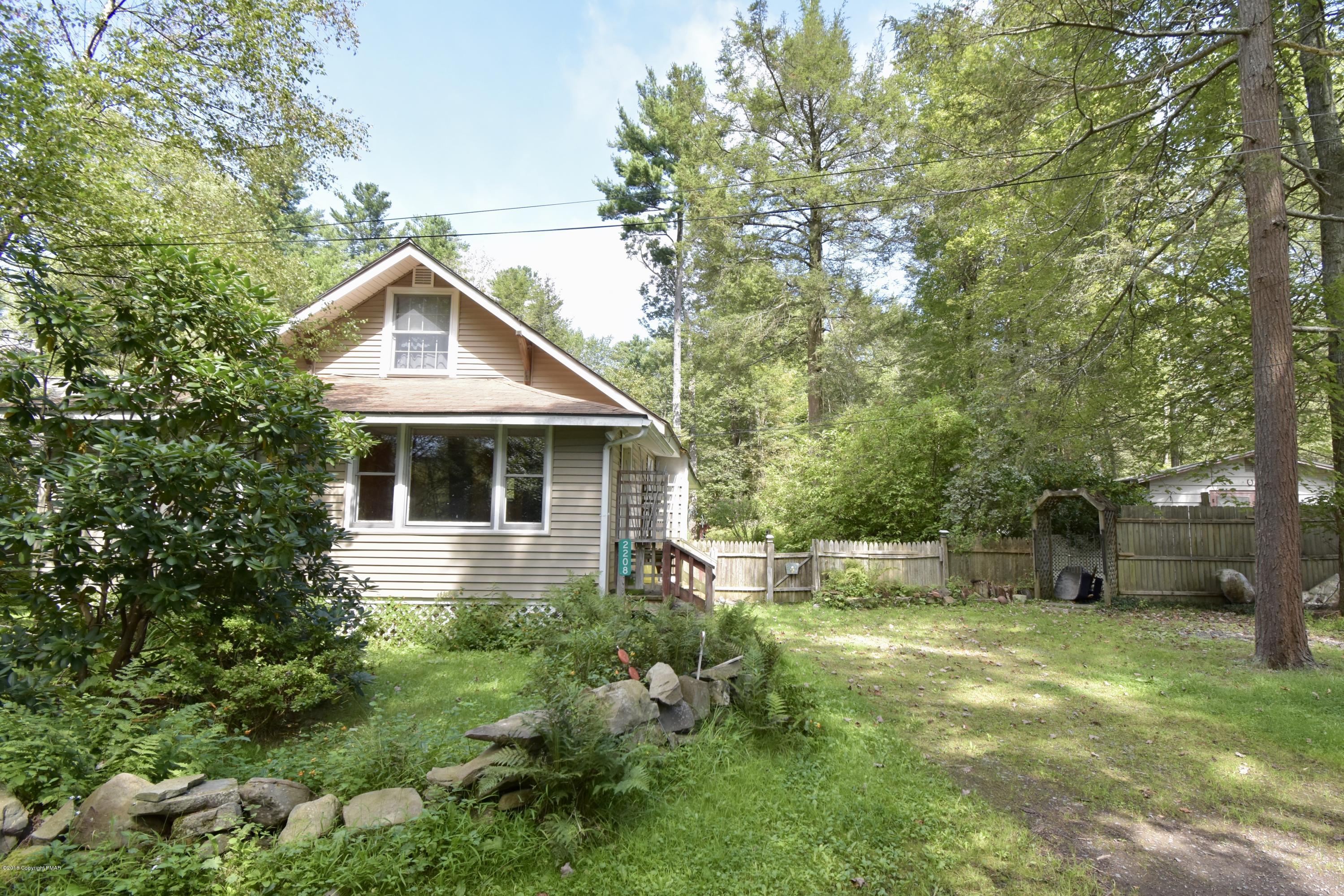 2208 Abby Rd, Pocono Pines, PA 18350