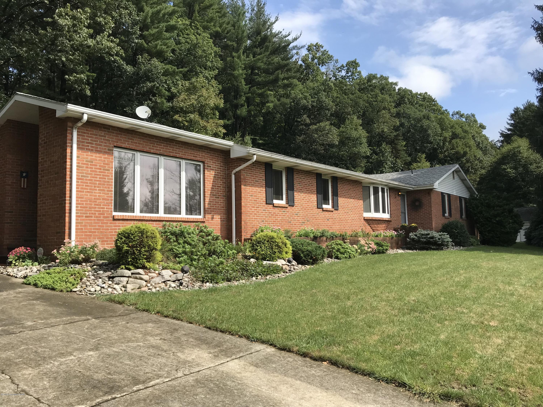 171 W Hills Dr, Stroudsburg, PA 18360