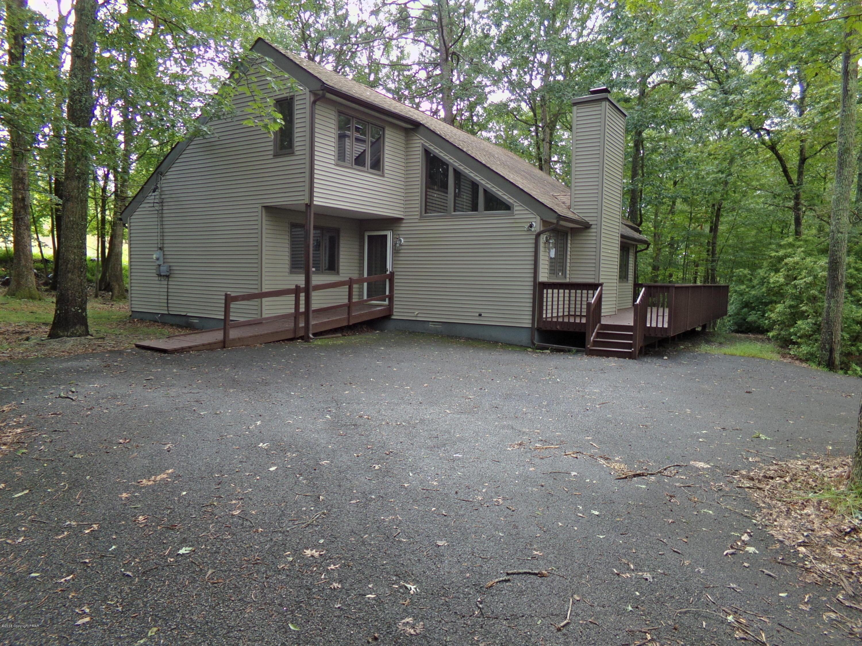 106 Cambridge Ct, Bushkill, PA 18324