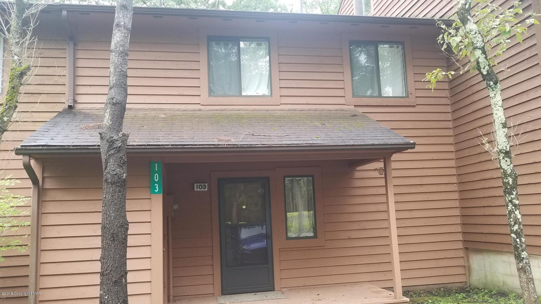 103 Woods Ln, Bushkill, PA 18324