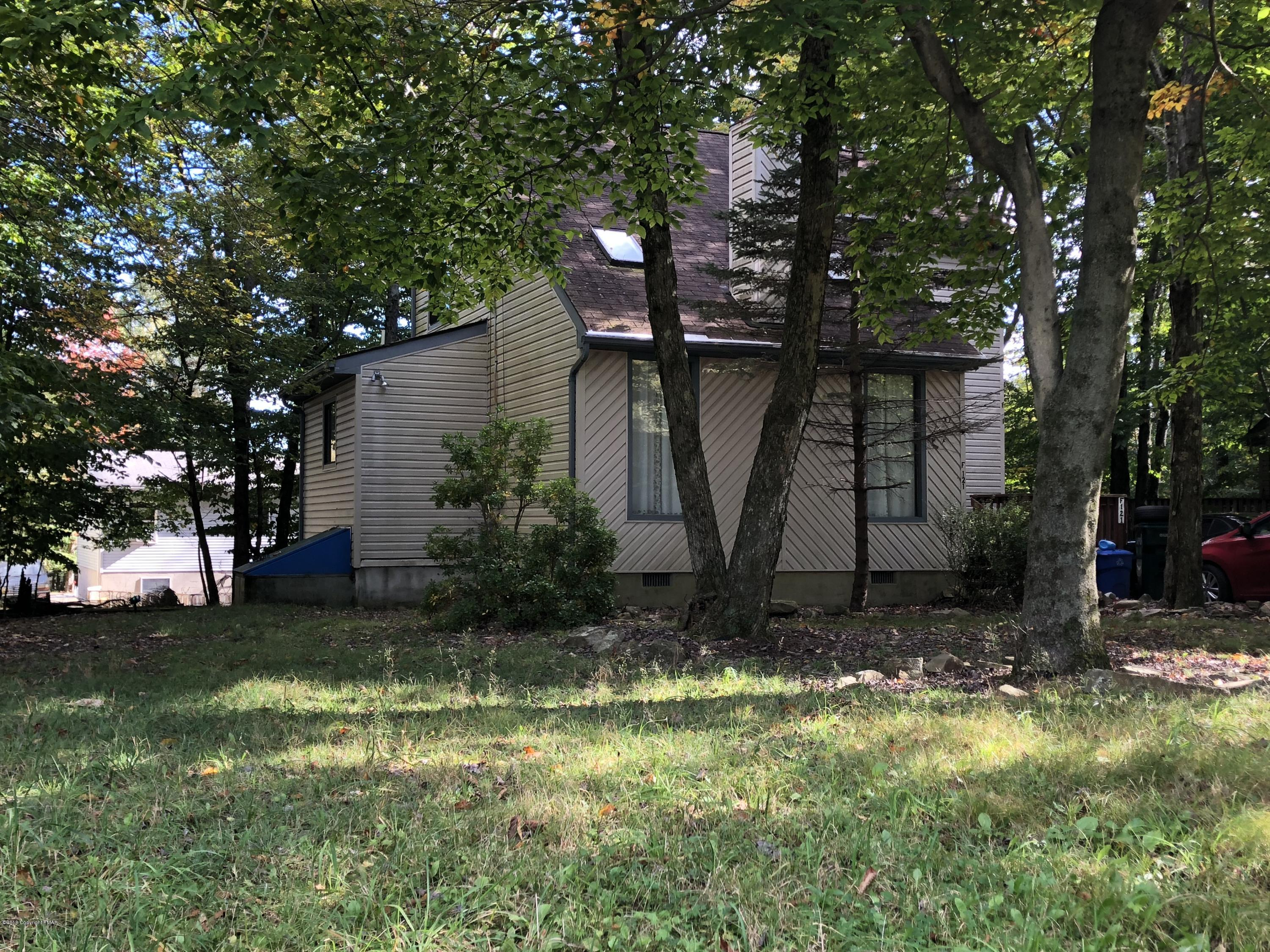 485 Country Place Dr, Tobyhanna, PA 18466