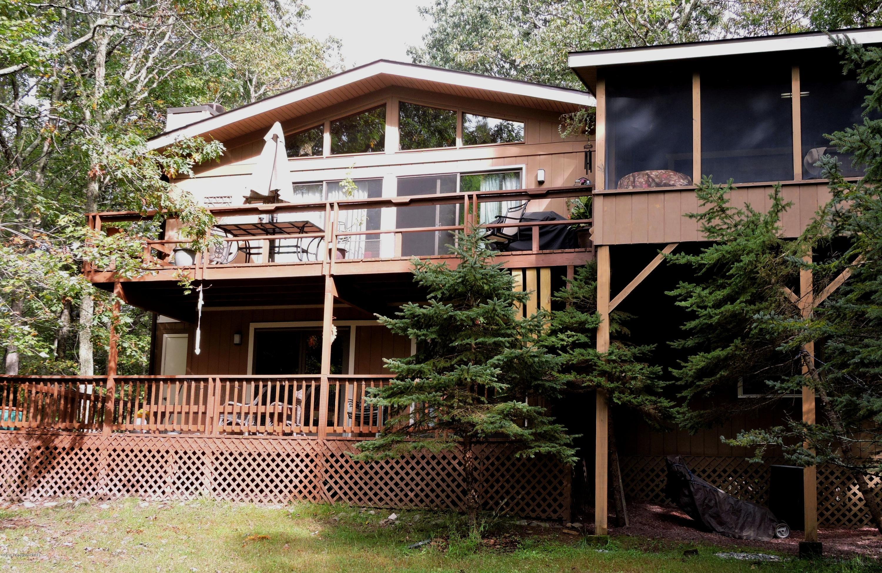 286 Forest Dr, Canadensis, PA 18325
