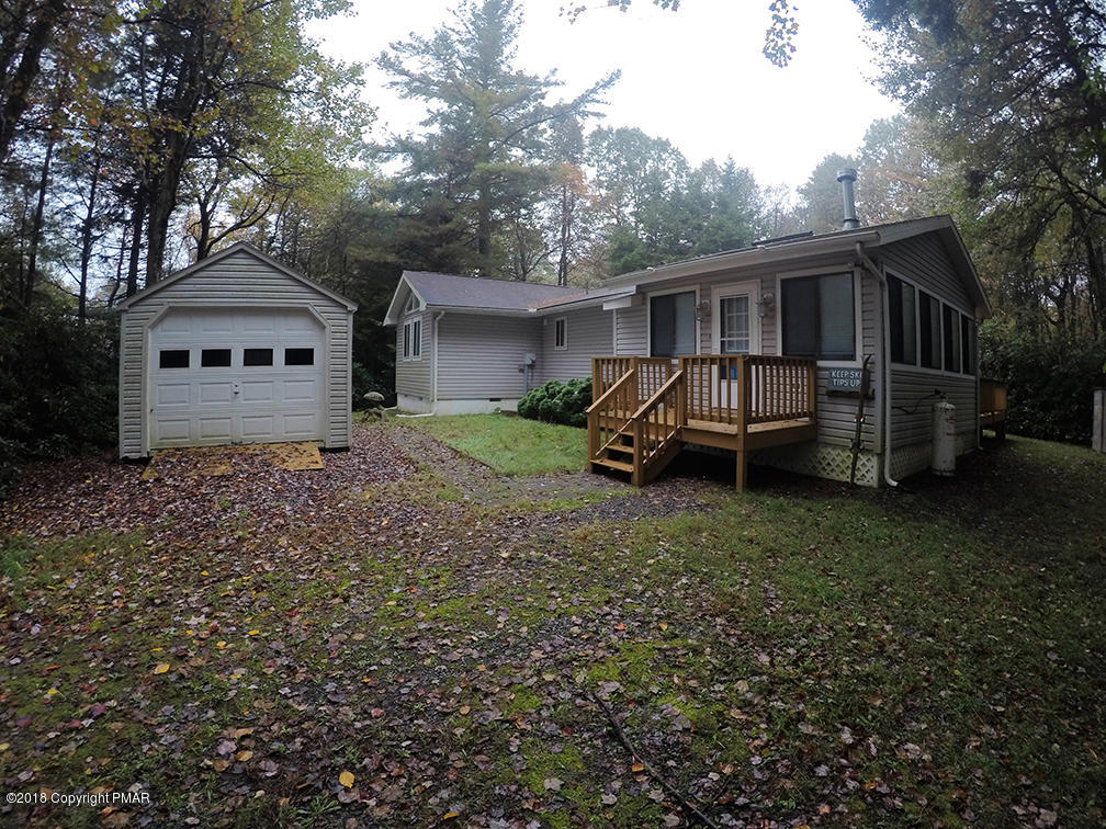1243 Hunter Ln, Long Pond, PA 18334