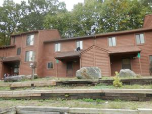222 Sterling Ct, Bushkill, PA 18324