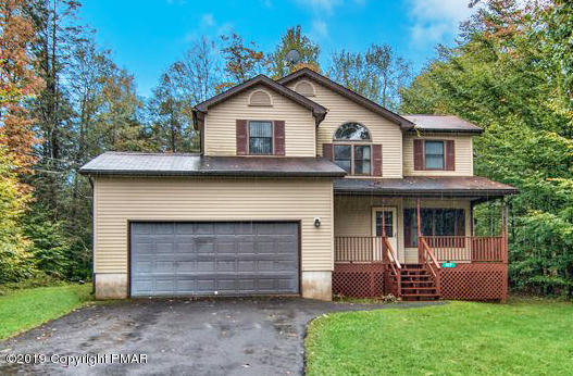 107 Woodbury Dr, Pocono Lake, PA 18347