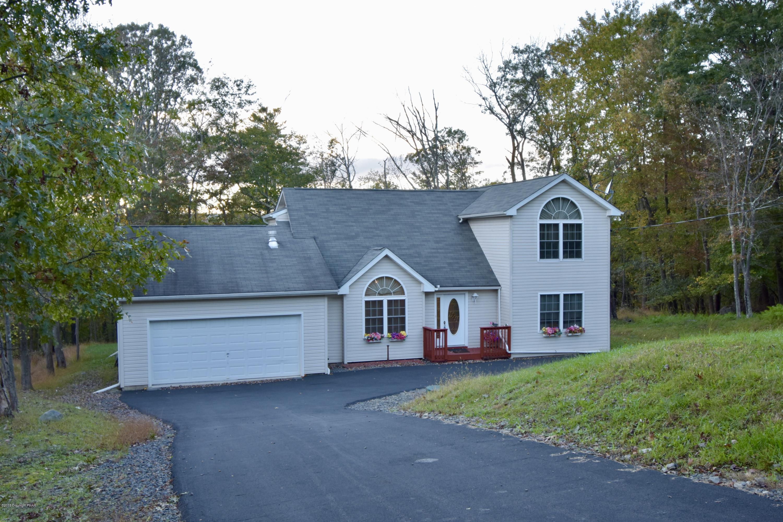 1206 Falls Road, Bushkill, PA 18324