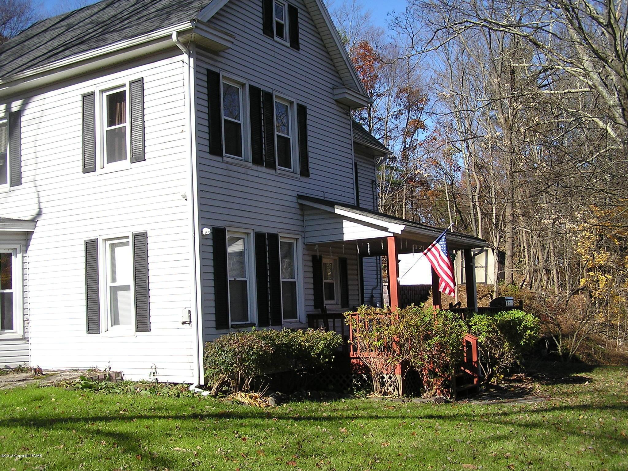 726 Foxtown Hill Rd, Stroudsburg, PA 18360