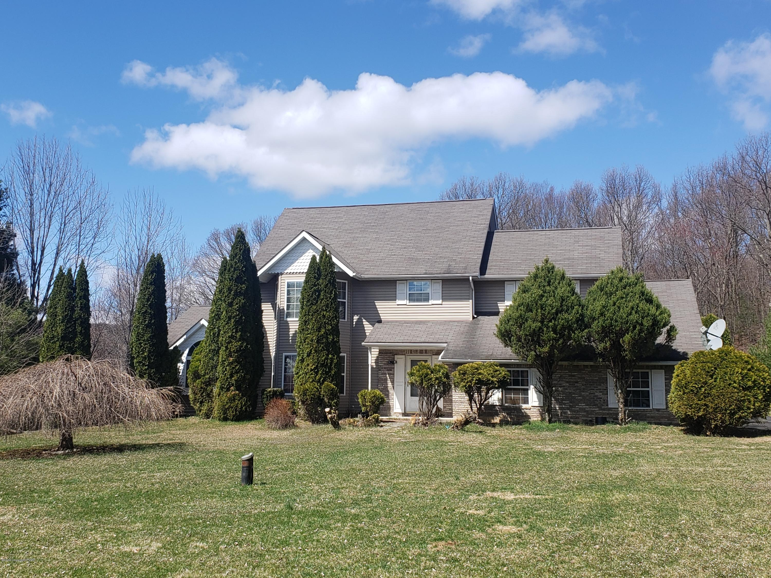 2225 Mountain Laurel Dr, Effort, PA 18330