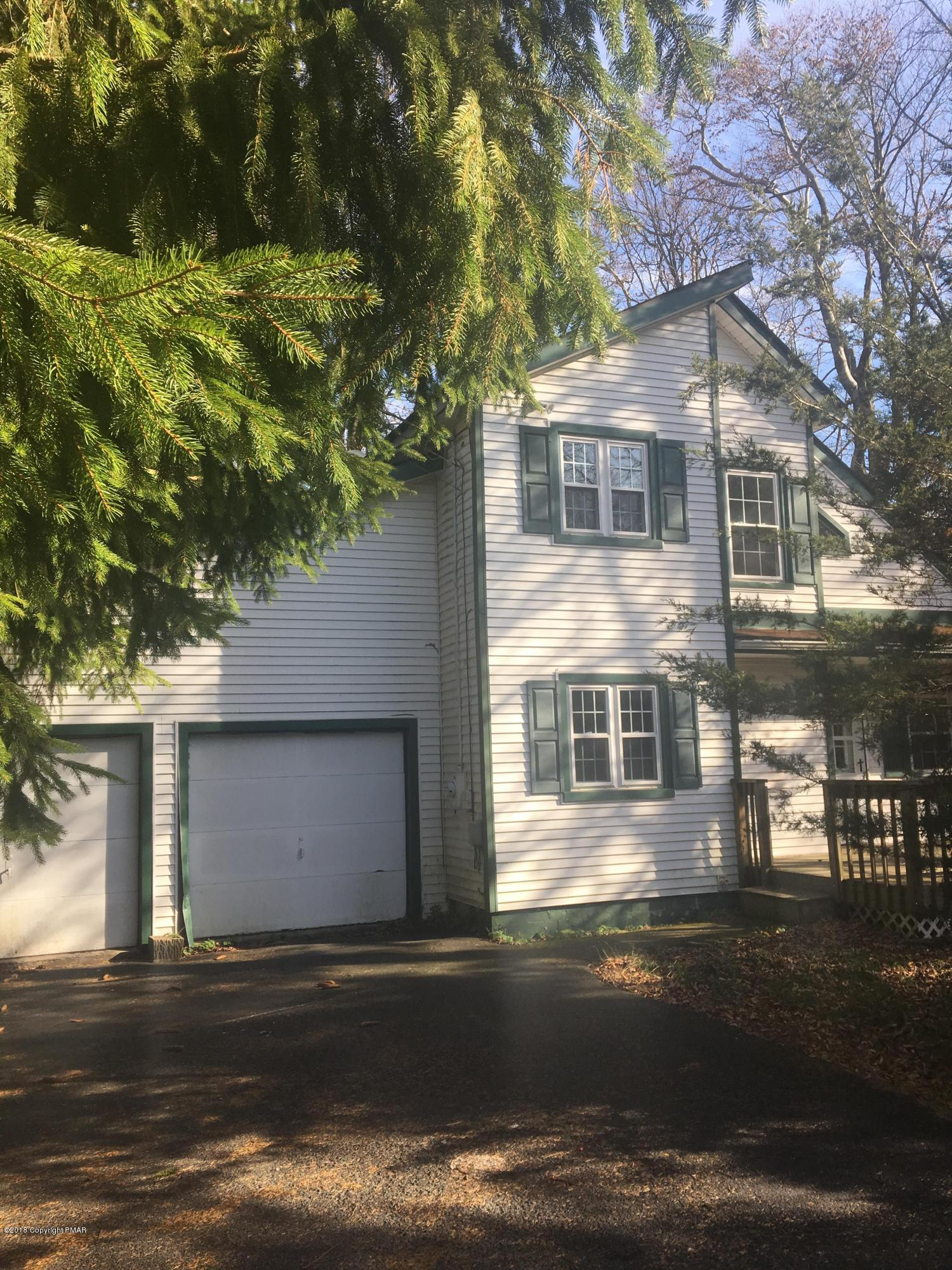 2626 Foxledge Dr, Tobyhanna, PA 18466
