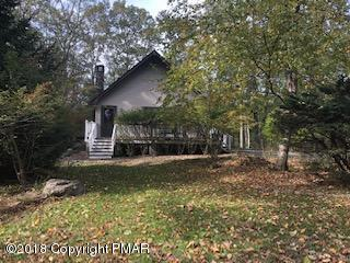 6152 Black Bear Rd, Cresco, PA 18326