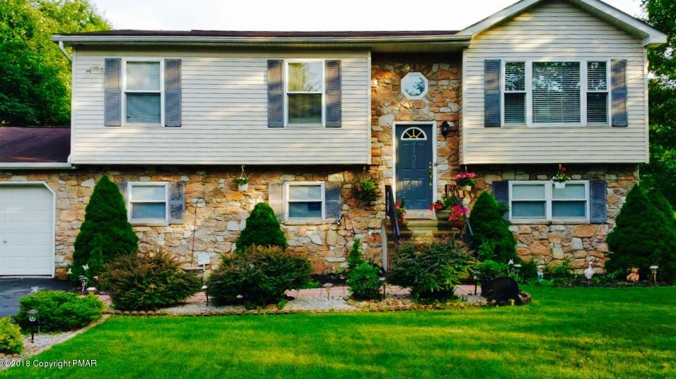 1216 Glade Dr, Long Pond, PA 18334