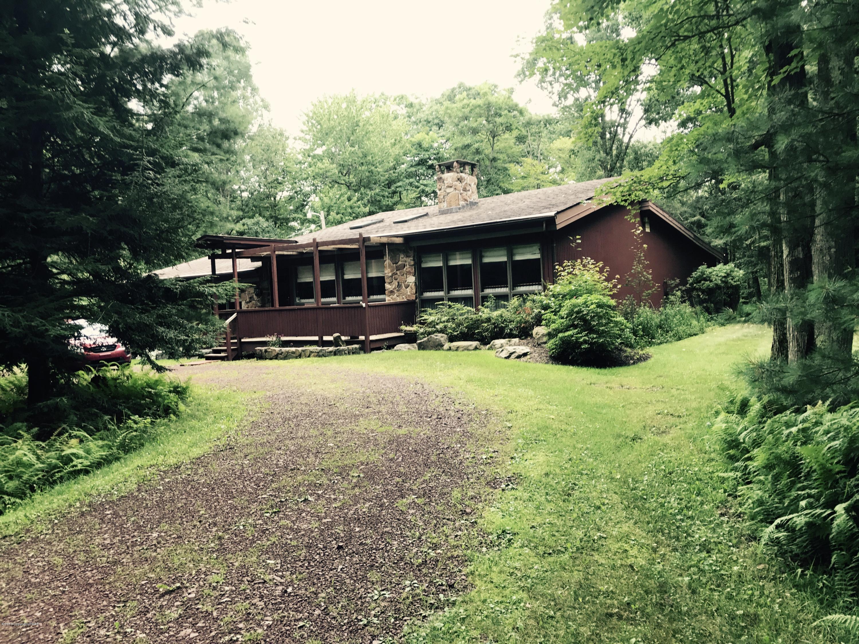 223 Moseywood Rd, Lake Harmony, PA 18624