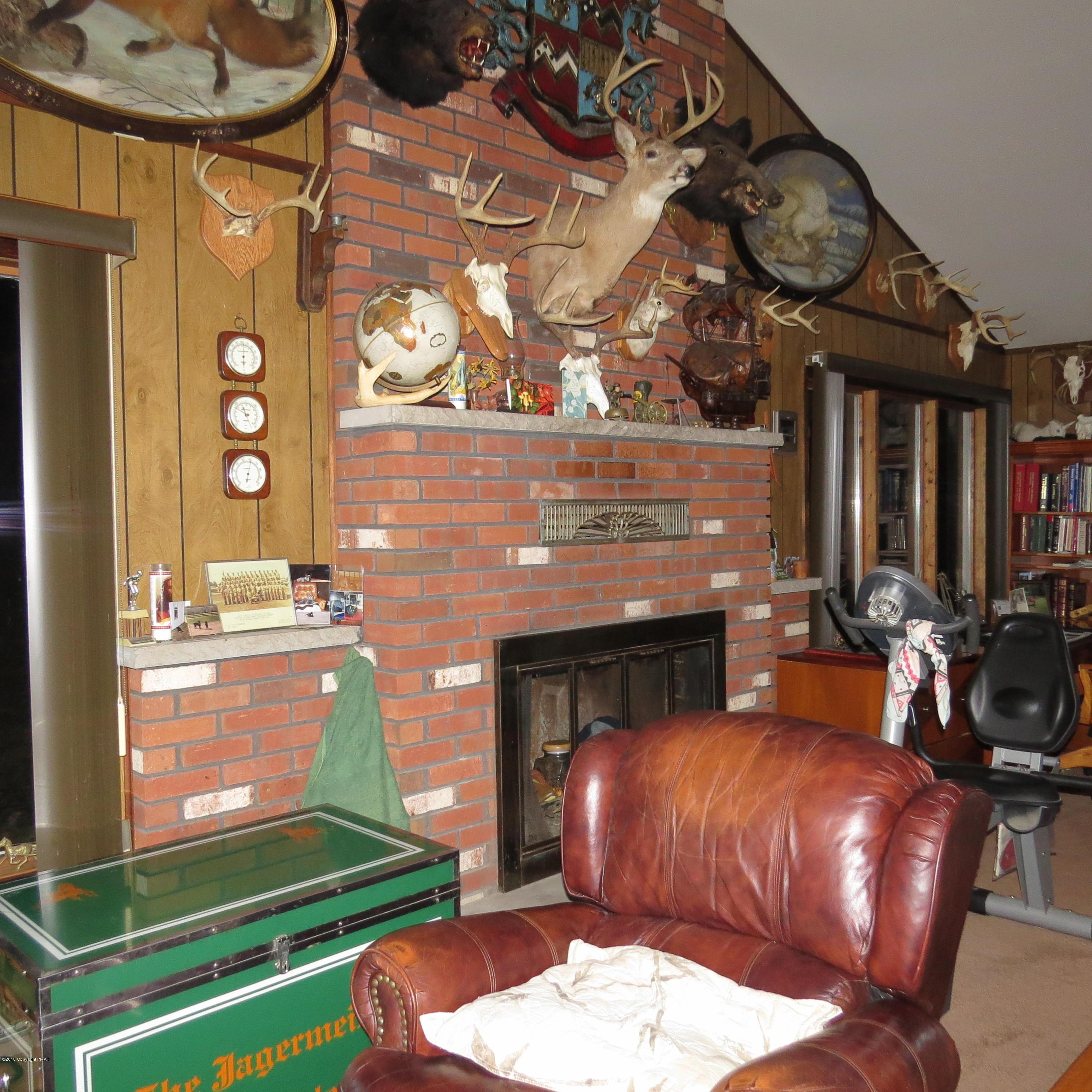1163 Bush Rd, Cresco, PA 18326