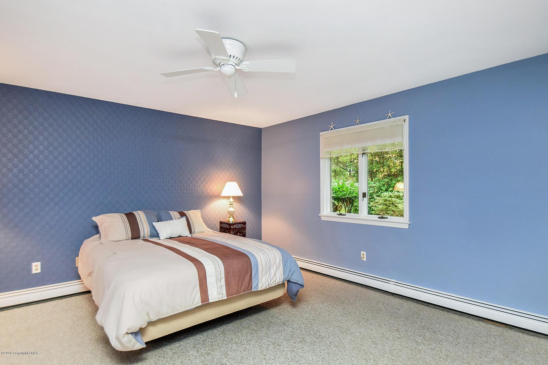 221 Winding Way, Saylorsburg, PA 18353