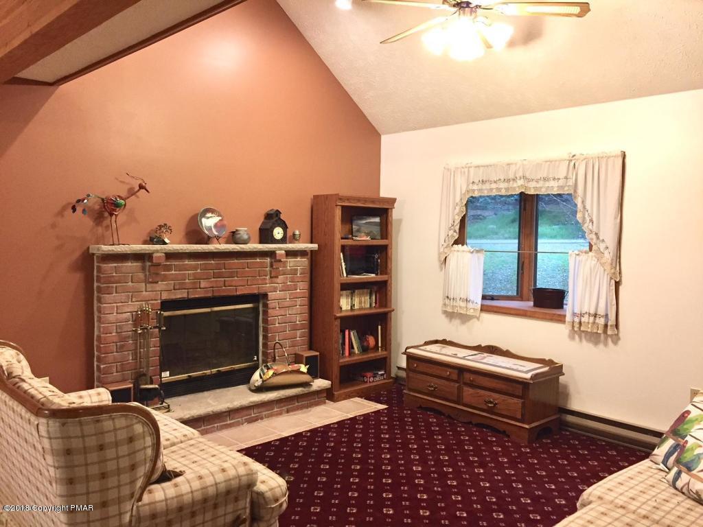 904 Deerfield Rd, Lake Ariel, PA 18436
