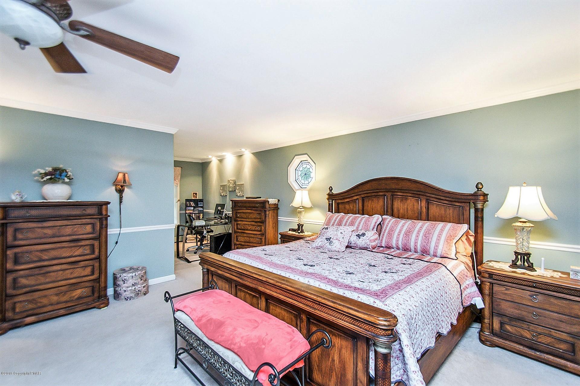 5261 Glenbrook Rd, Stroudsburg, PA 18360