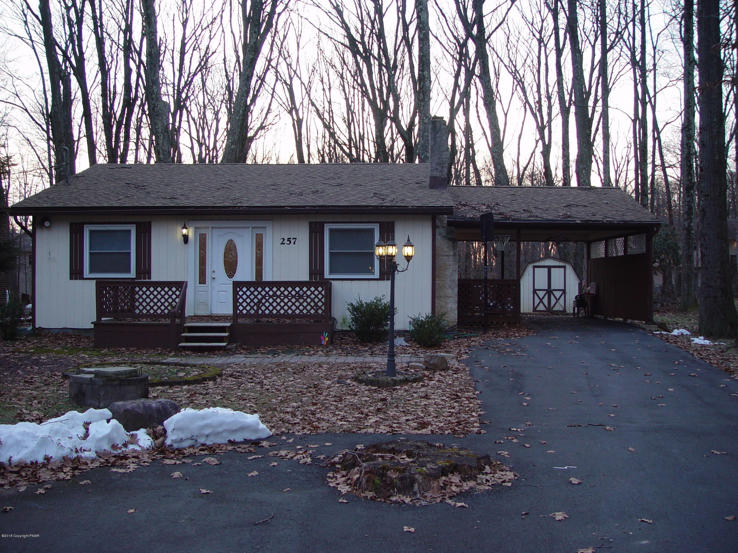 257 Stillwater Dr, Pocono Summit, PA 18346