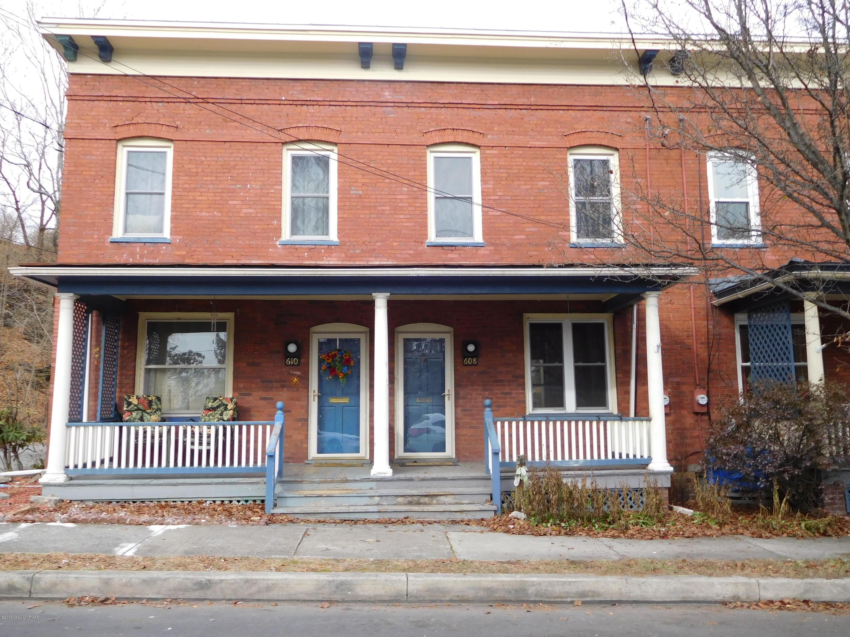 608 Fulmer Ave, Stroudsburg, PA 18360