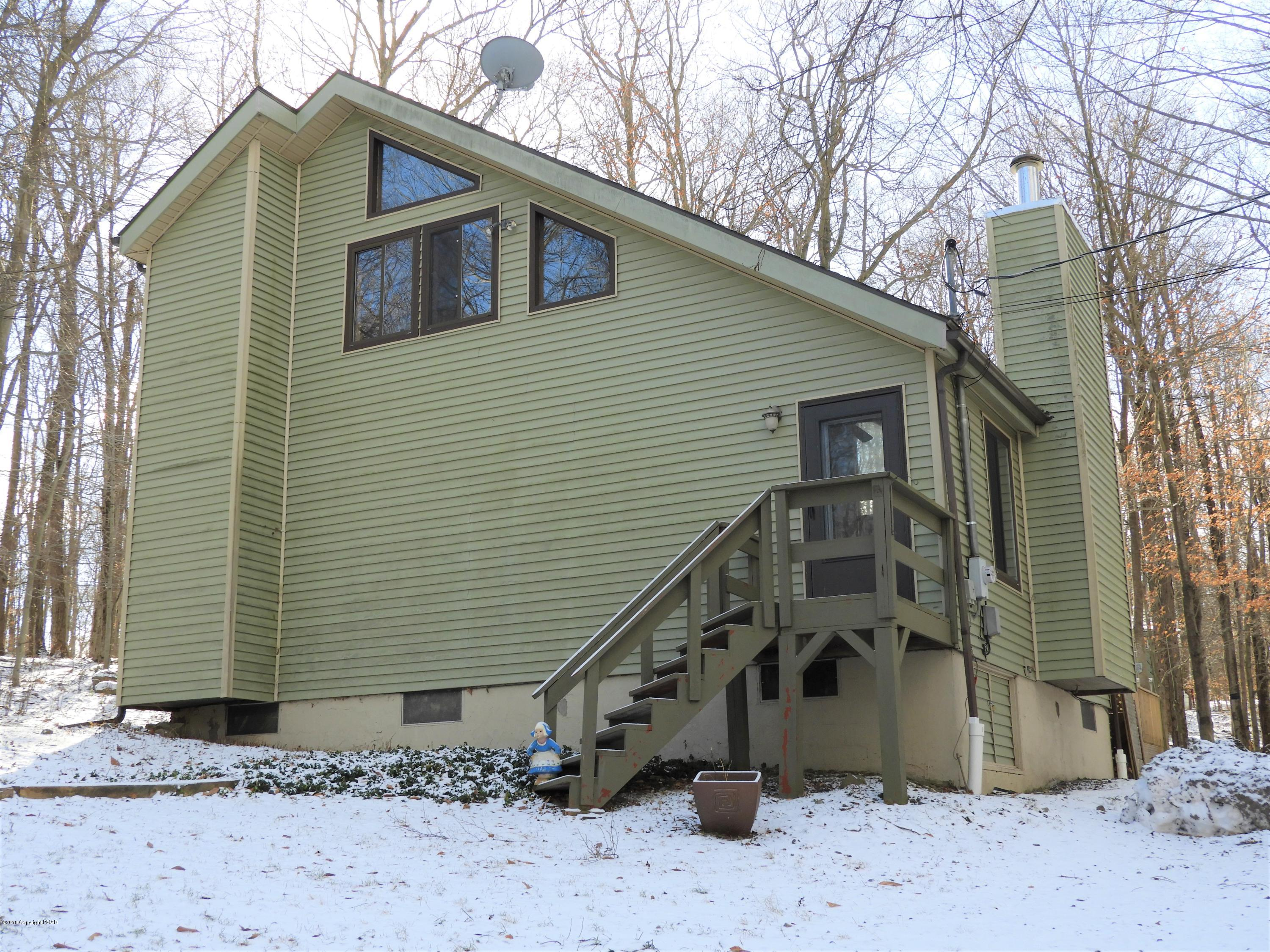 6 State Park Dr, Gouldsboro, PA 18424