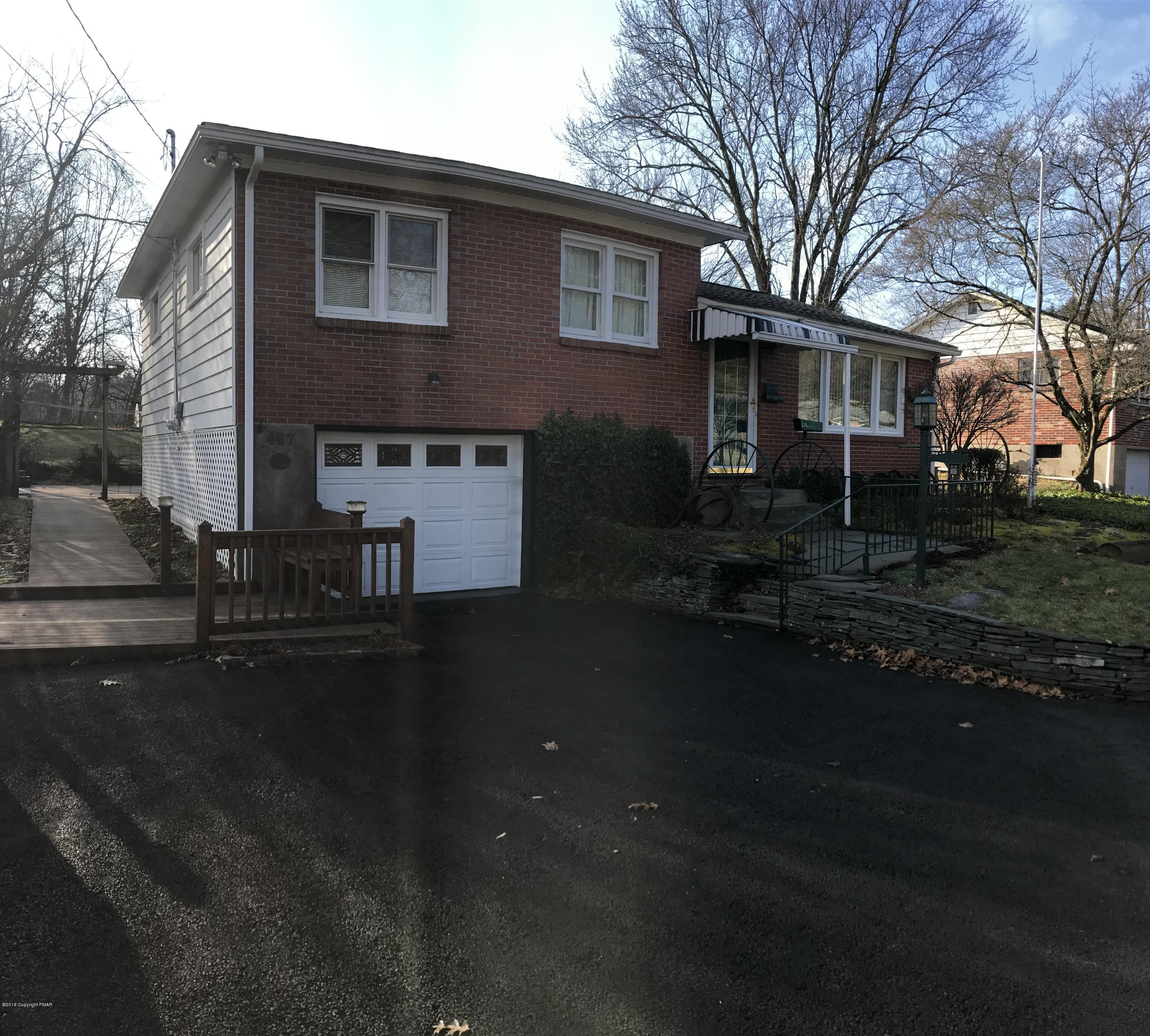 467 Youngwood Dr, East Stroudsburg, PA 18301