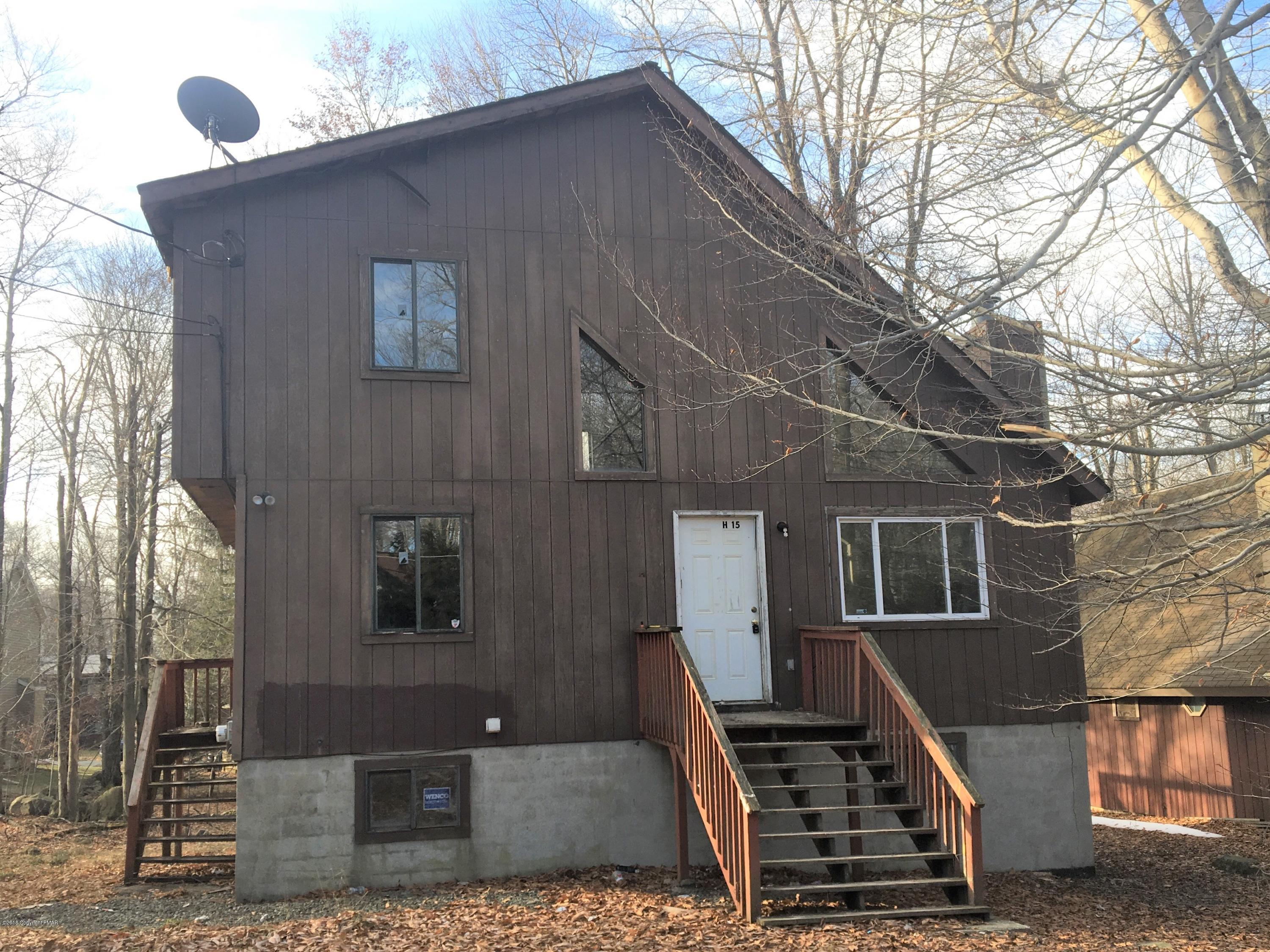 1038 Country Pl, Tobyhanna, PA 18466