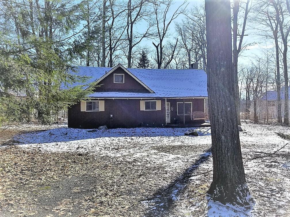 1116 Blue Jay Ln, Tobyhanna, PA 18466