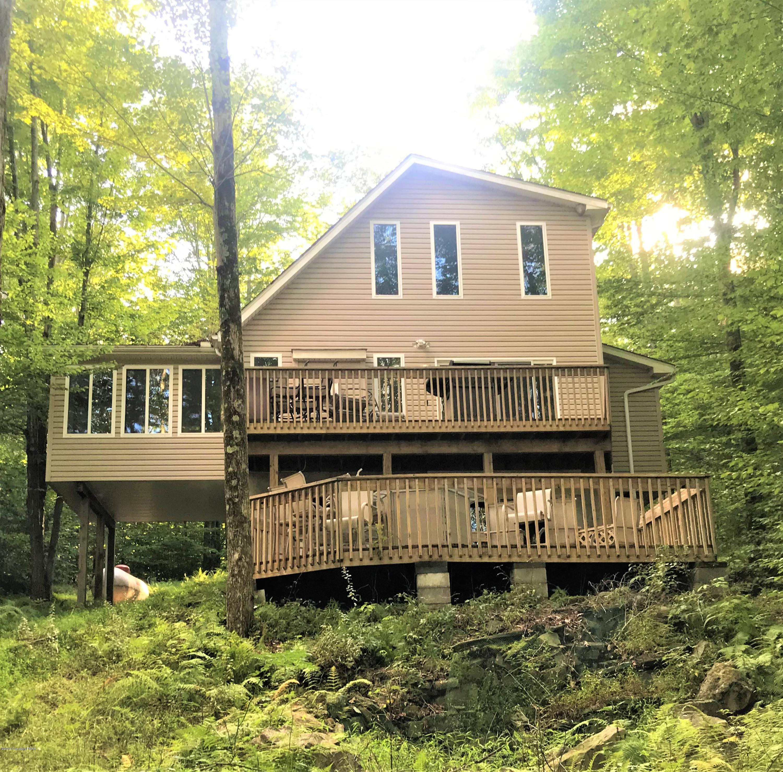 1113 Arrowhead Dr, Pocono Lake, PA 18347