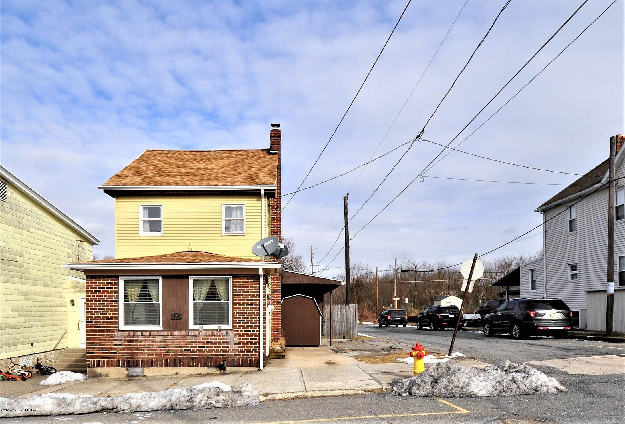 402 W White St, Summit Hill, PA 18250